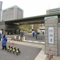 Incognito: Guards stand at the entrance to the Defense Ministry. Ground Self-Defense Force spies have secretly gathered intelligence abroad since the Cold War without informing the prime minister or defense minister, a source said. | KYODO