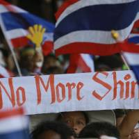 Thai protesters continue push in Bangkok against Yingluck government