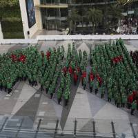 In Thai capital, 852 schoolchildren set human Christmas tree record