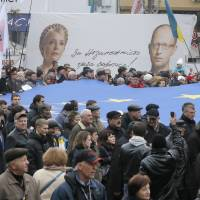 Tens of thousands rally in Kiev for closer EU ties