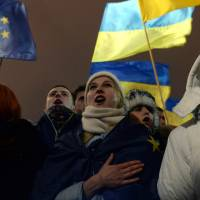Thousands protest Ukraine leader's snub of EU trade deal