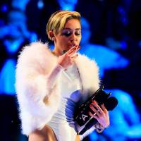 Miley Cyrus tokes, 'twerks' with dwarf at MTV awards
