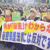 What's secret is secret: Thousands rally against the state secrets bill in Tokyo's Hibiya Park on Dec. 6. | YOSHIAKI MIURA
