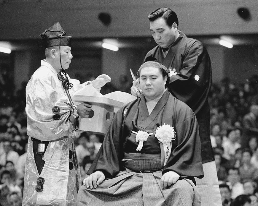End of an era: Yokozuna Taiho gets his topknot removed in 1971.