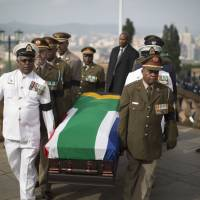 Dearly departed: Military officers carry the coffin of Nelson Mandela to the Union Buildings in Pretoria on Wednesday, marking the start of a three-day lying in state. | AFP-JIJI