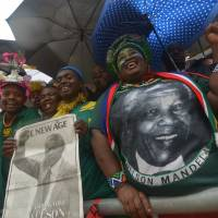 Seeing Madiba off: People attend the national memorial service for former South African President Nelson Mandela at Soccer City Stadium in Johannesburg on Tuesday. | AFP-JIJI
