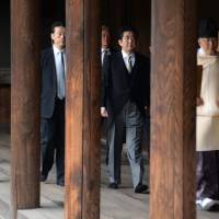 Abe visits Yasukuni, angering Beijing and Seoul