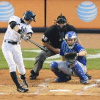 Marathon man: Ichiro Suzuki gets the 4,000th hit of his career in Japan and the major leagues combined in the first inning of New York's game against the Blue Jays at Yankee Stadium in August off a pitch by Toronto starter R.A. Dickey.   | KYODO