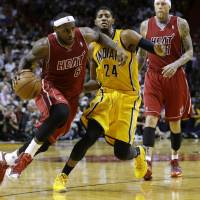 LeBron nabs AP top male athlete award