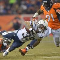 Chargers surprise Broncos