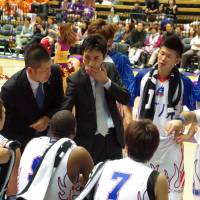 Early success: Aomori Wat's head coach Koju Munakata (center) has led the first-year club to an 8-8 start. | HANA SUZUKI