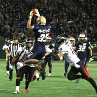 X factor: Obic Seagulls wide receiver Ryoma Hagiyama catches a pass during Monday's X Bowl at Tokyo Dome. | KAZ NAGATSUKA