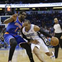 Knicks get win over Magic, lose Melo to injury