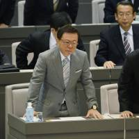 Unhappy ending: Naoki Inose says farewell Tuesday to the members of the Tokyo Metropolitan Assembly, which approved his resignation as governor. | KYODO