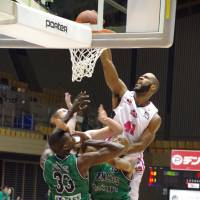 Powerful presence: Akita forward Ruben Boykin, the bj-league's top rebounder,  has 12 double-doubles this season. | HANA SUZUKI