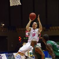 Effective option: Akita's Richard Roby (15) is the bj-league's third-leading sorer (20.4 points per game) entering the weekend series against the Toyama Grouses. | HANA SUZUKI