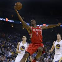 Rockets fend off Warriors
