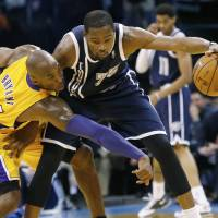 Thunder rout hapless Lakers