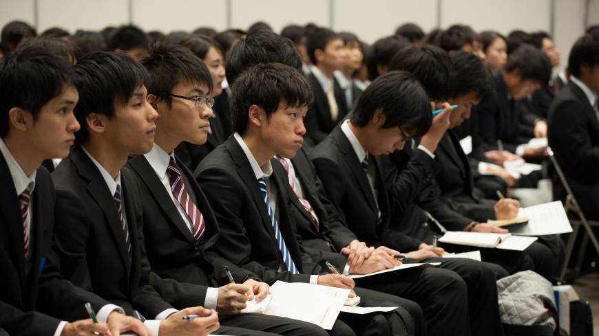 On the hunt: University students attend a job fair hosted by Recruit Career Co. at the Makuhari Messe convention center in Chiba Prefecture on Dec. 8.