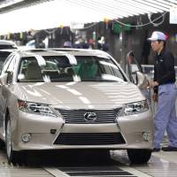 Quality control: Employees make their final inspections of Toyota Motor Corp. Lexus ES sedans on the production line at Toyota Motor Kyushu Inc.'s Miyata plant in Miyawaka, Fukuoka Prefecture, on July 6, 2012. | BLOOMBERG