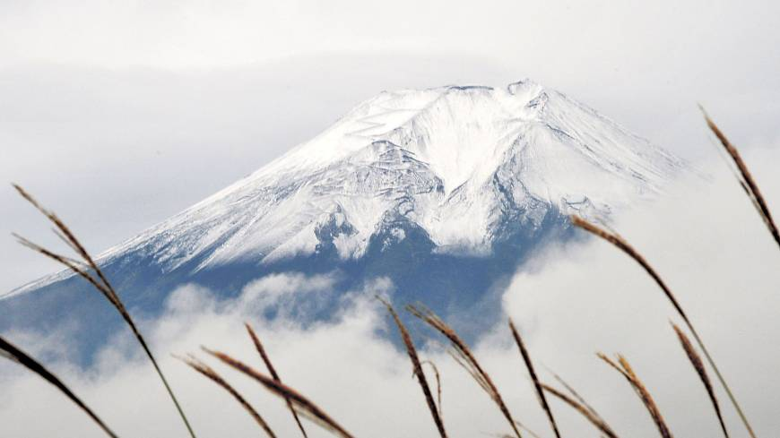 Icon: Mount Fuji, which was given World Heritage status on June 22, is seen in mid-October.
