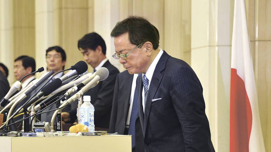 Bowing out: Tokyo Gov. Naoki Inose bows at a news conference on Dec. 19 after announcing that he will resign.