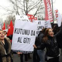 'Everywhere is bribery': Women hold a placard reading 'Government, resign' as people shout anti-government slogans during a protest against corruption in Ankara on Saturday.   AFP-JIJI
