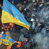 Ukrainian leader offers talks but protesters say no