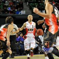 The streak continues: Popular guard Cohey Aoki, seen in action during the 2012-13 bj-league All-Star Game at Ariake Colosseum, was selected as an All-Star starter for a record eighth time. | YOSHIAKI MIURA