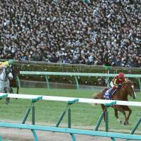Storybook ending: Orfevre gallops to an eight-length victory in the Arima Kinen on Sunday at Nakayama Racecourse. It was the final race of his career. | KYODO