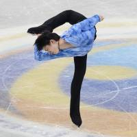 Hanyu upstages Chan with record-setting performance