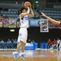 From a distance: Mitsubishi Electric's Kei Igarashi shoots a 3-pointer during his team's 89-80 loss to Toshiba on Saturday in NBL interconference action. | KAZ NAGATSUKA