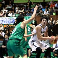 Key option: Aisin's Kosuke Kanamaru leads the team in scoring at 16.5 points per game. | KAZ NAGATSUKA