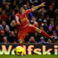 Suarez stars as Premier League top four all win