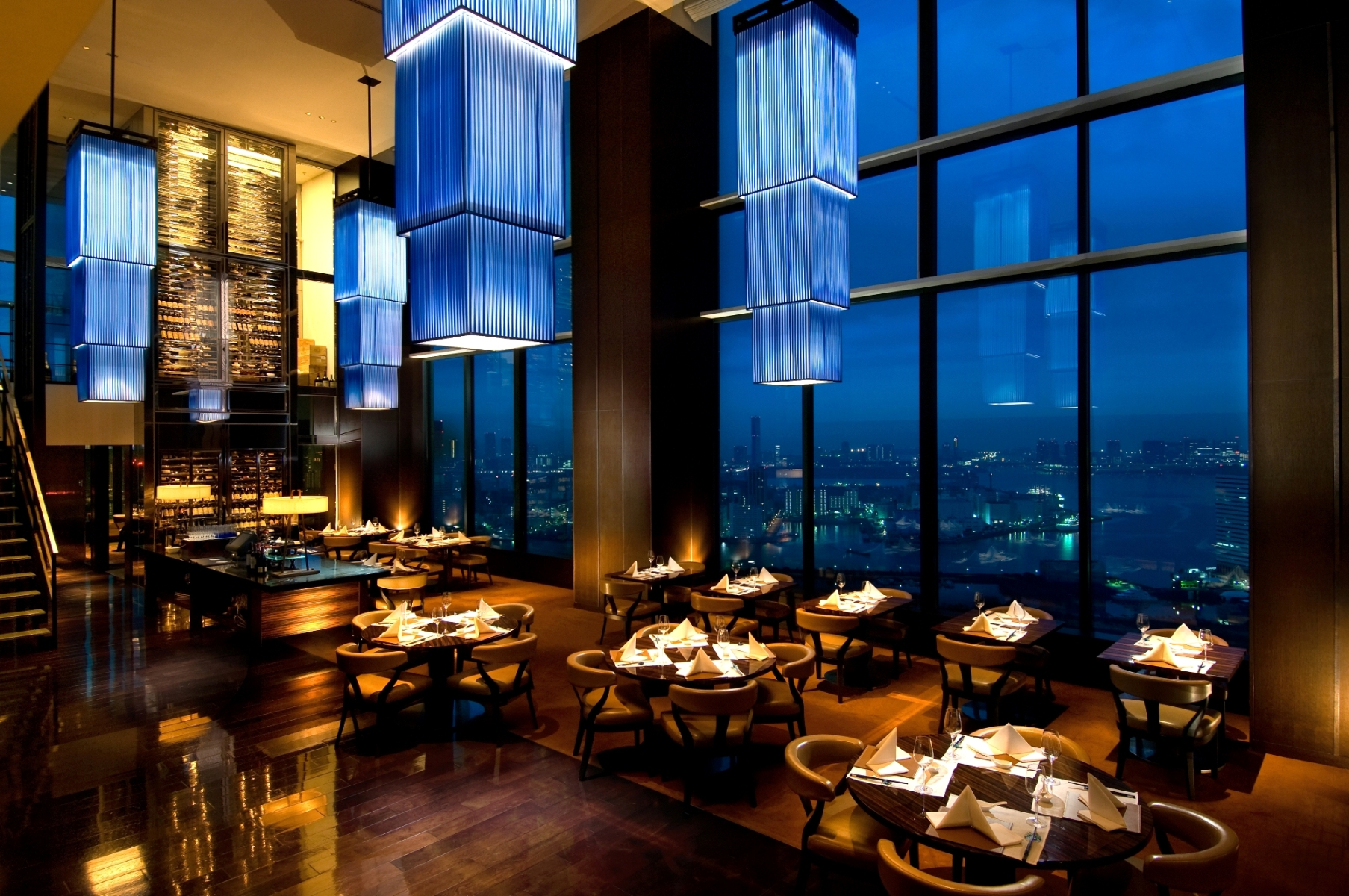 Grand hyatt party plans southern tower winter stays for Luxury places