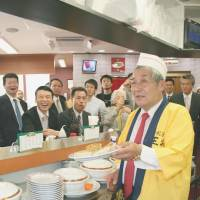 Mystery swirls over death: Takayuki Ohigashi, the head of Ohsho Food Service Corp., which runs the Gyoza no Ohsho chain, serves up the signature dish at one of his eateries in 2009. Ohashi was shot dead at the firm's Kyoto headquarters on Dec. 19. | KYODO