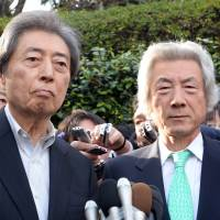 Comeback trail?: Former Prime Minister Morihiro Hosokawa (left) speaks to reporters in Tokyo on Tuesday after deciding to run  for the Tokyo gubernatorial election, as his supporter, fellow ex-Prime Minister Junichiro Koizumi, looks on. | KYODO