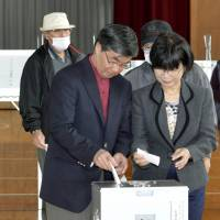 Nago voters cast ballots on base fate