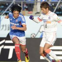 Sweet revenge: Yokohama F. Marinos' Shunsuke Nakamura (left) takes on Sanfrecce Hiroshima's Kazuyuki Morisaki during the Emperor's Cup final on Wednesday. | KYODO