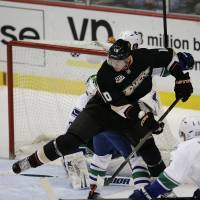 Ducks vaporize Canucks with nine-goal onslaught