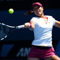 Final countdown: Li Na plays a shot during her semifinal win over Eugenie Bouchard at the Australian Open on Thursday. | AFP-JIJI