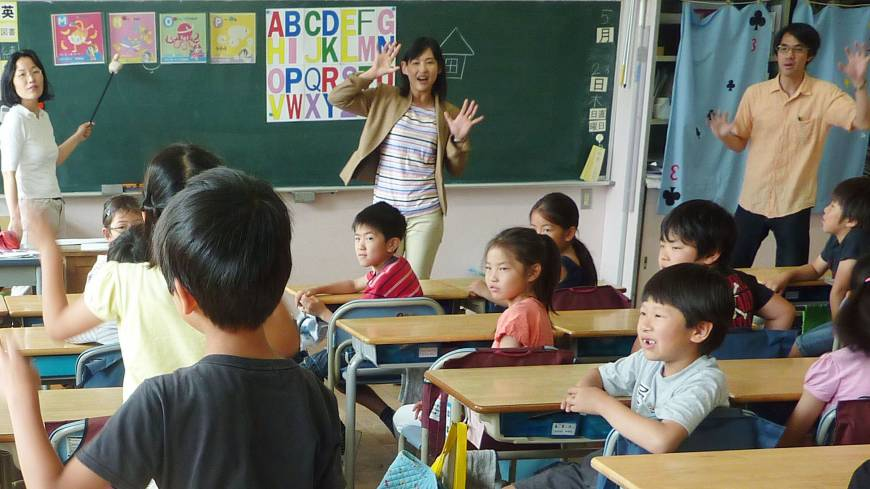 teaching of listening and speaking in primary school in malaysia Recognise the importance of teaching listening and speaking : speech and listening, reading and writing, are all generalised skills, and children's mastery over them becomes the key factor affecting success at school.