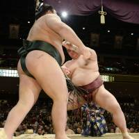 Kisenosato impresses on third day of New Year basho