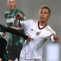 Honda makes losing Serie A debut as Sassuolo stuns Milan