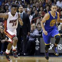 Curry, Lee guide Warriors past Heat