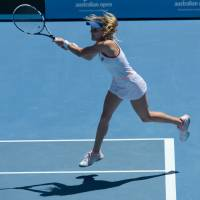 Impressive: Agnieszka Radwanska plays a shot from Victoria Azarenka in their quarterfinal at the Australian Open on Wednesday. | AFP-JIJI