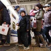 Homeward bound: Lines of people at JR Shin-Osaka Station board a bullet train crammed with holidaymakers returning home Saturday after the New Year's holiday period. | KYODO