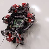 Wall-climbing robot inspired by a gecko