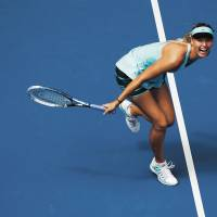 Sharapova, Federer advance