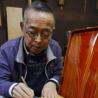 Hida lacquer artisans seek successors to preserve technique
